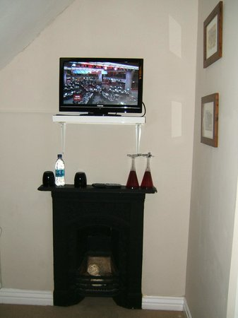 Streonshalh B&B: Digital TV and fireplace