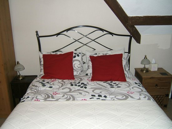 Streonshalh B&B: Large double bed with memory foam mattress