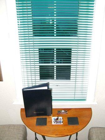 Streonshalh B&B: Window with blinds