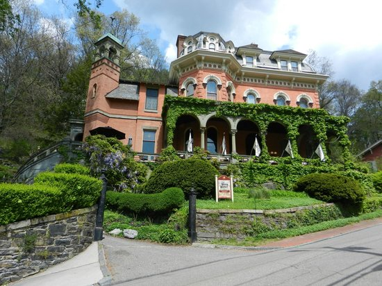 Harry Packer Mansion Inn: The Harry Packer Mansion Jim Thorpe, Pa