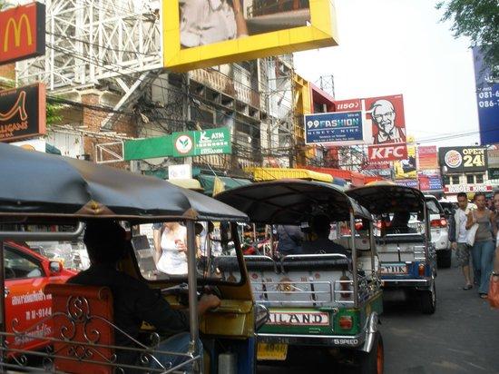 FX Hotel Metrolink Makkasan: tuc tuc en Bangkok