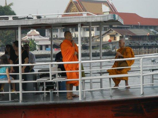 FX Hotel Metrolink Makkasan: monjes budistas