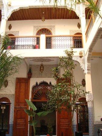 Riad Eleganza Fes: inside courtyard