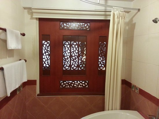 Anyavee Ao Nang Bay Resort: Bathroom
