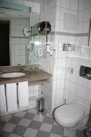Badezimmer - Bild von Renaissance Bochum Hotel, Bochum - TripAdvisor