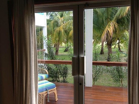 Hatchet Caye Resort: Looking out from Room 8