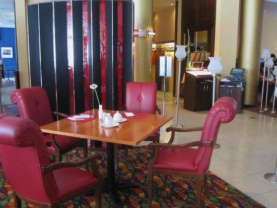 Renaissance Bochum Hotel: Einer der Tische im Speisesaal
