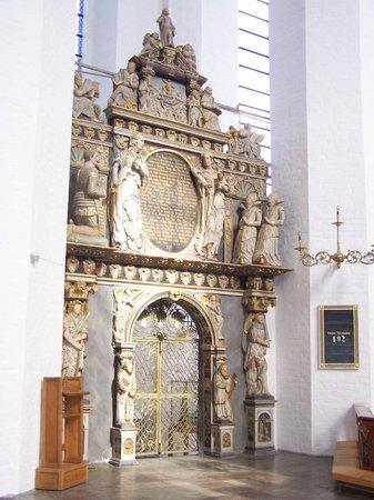 Aarhus Domkirke: Door next to altar