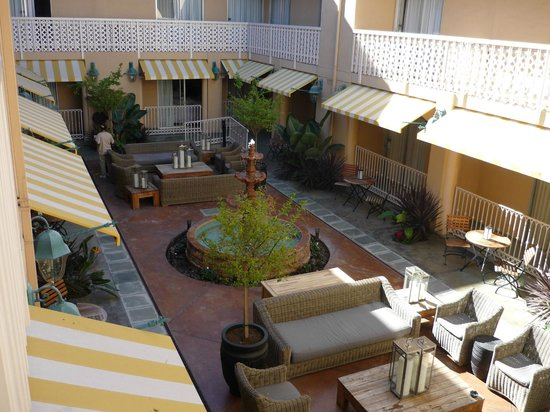 Hollywood Hotel: The Courtyard from room
