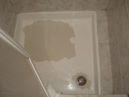 Hotel Tonic: Piatto doccia rovinato