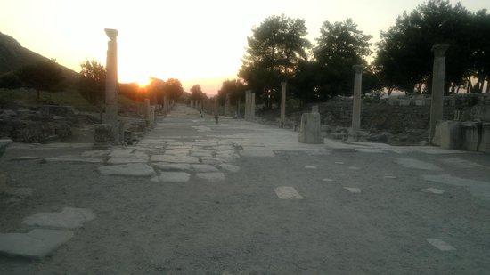 Kustur Club Holiday Village: Главная улица Эфеса