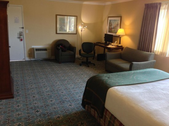 Stanford Terrace Inn: The room is spacious but some of the space seems wasted.