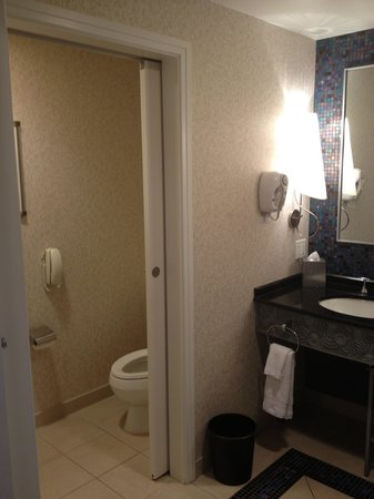 Mohegan Sun: Bathroom