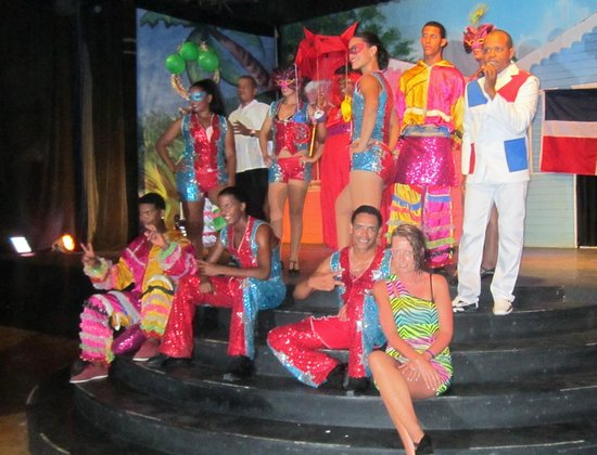 Be Live Collection Marien: Me with the animacion team after the Dominican Carnaval show