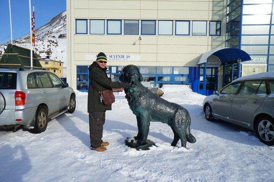 Nordkappmuseet: Bamse sea dog at Honningsvag
