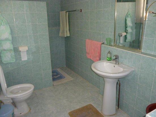 Chez May Paule Guesthouse: Il bagno