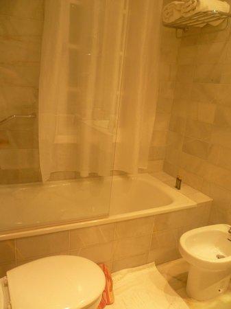 Hotel San Gil: Baño