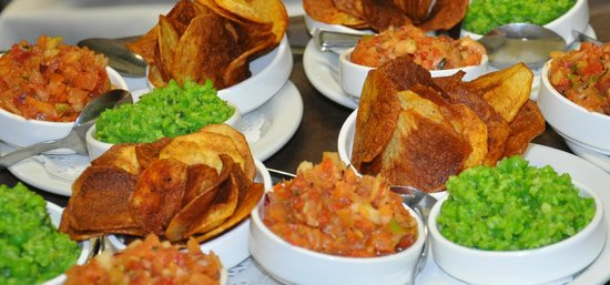 Riverview Restaurant: Home made chips and dips