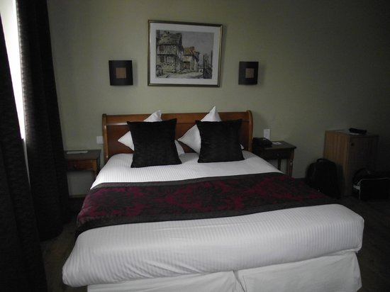 Best Western Le Cheval Blanc : chambre