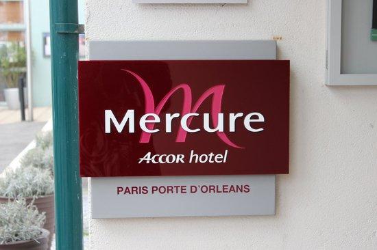 Mercure Paris Porte d'Orleans : Entrance to the hotel