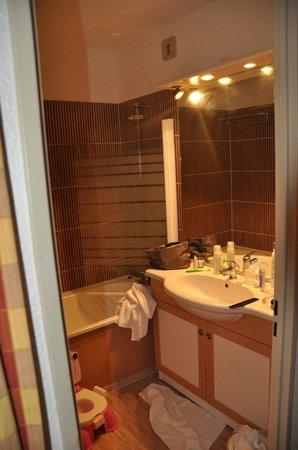 Hotel Club mmv Plagne Montalbert Les Sittelles: salle de bain