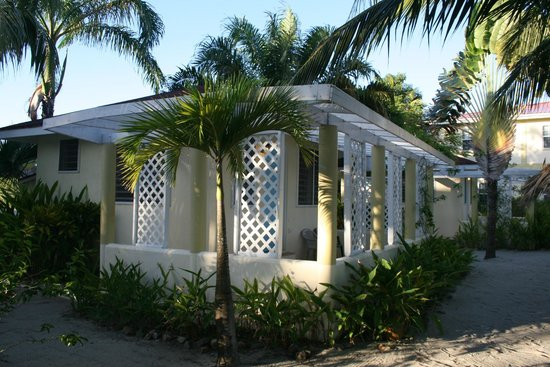 South Waters Resort: cabana right in front of the sea