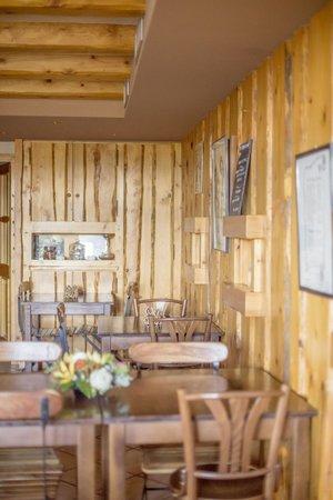 Restaurant Le bonheur dans le pre: La salle de restaurant