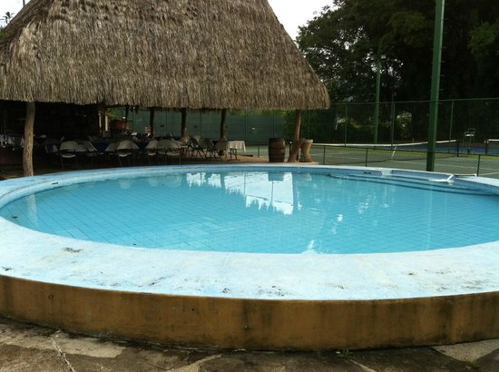 Hotel del Sur : Kiddie pool and tennis courts