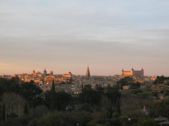 Hotel Abaceria: Coucher de soleil sur Tolède depuis la chambre