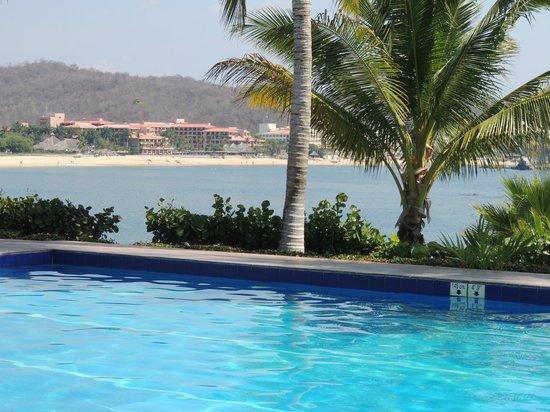 Las Brisas Huatulco: the beach