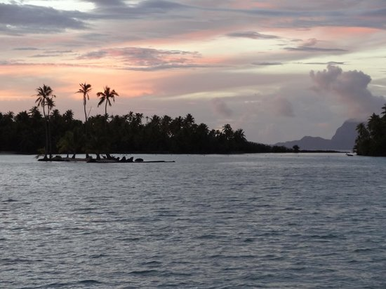 Le Taha'a Island Resort & Spa: Beau sunset....Super!