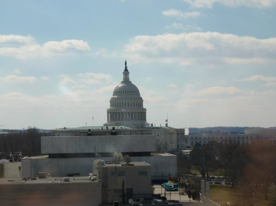 Washington Court Hotel on Capitol Hill: View of Capitol from 15th floor room