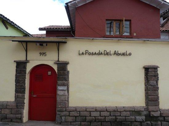 La Posada Del Abuelo: devanture de l'hôtel
