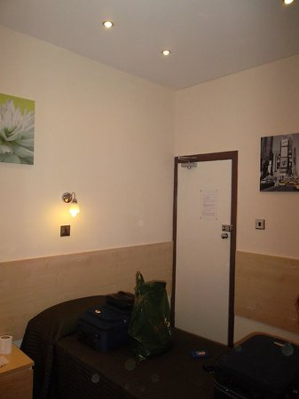 Tony's House Hotel: Porta della camera