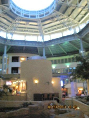 Hilton Austin Airport: Lobby area