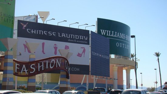 Primm, NV: Visual externo do Fashion Outlets em Las Vegas...
