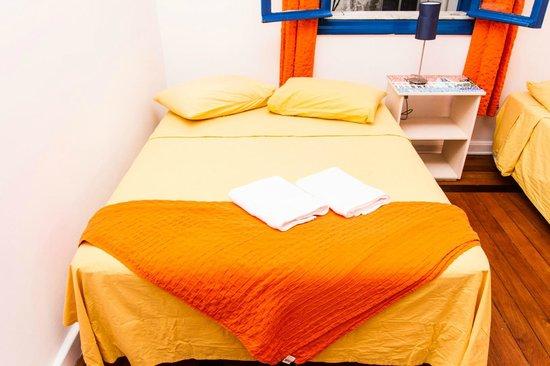 Lagoa Guest House: Quarto com cama de casal + bicama - banheiro compartilhado