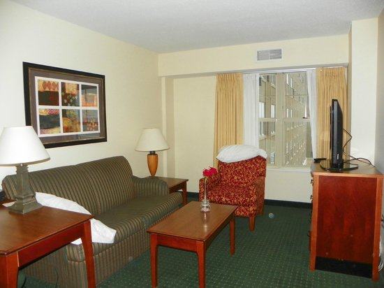 Residence Inn St. Louis Downtown: Separate living area