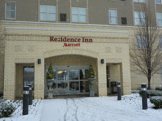 Residence Inn St. Louis Downtown: Front entrance