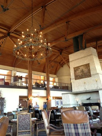 Rough Creek Lodge: Dining Chandelier