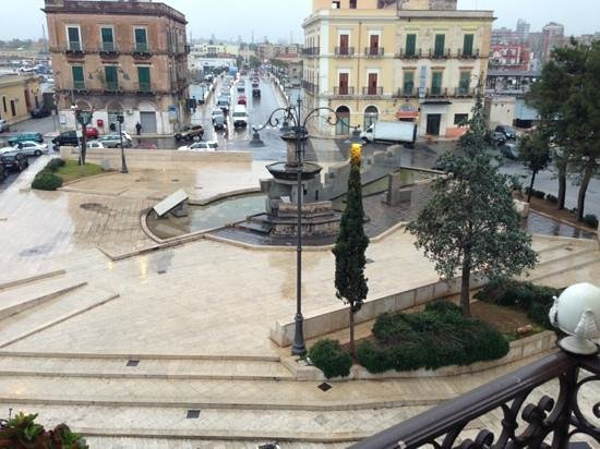 Hotel L'Arcangelo: The fountain square from my balcony