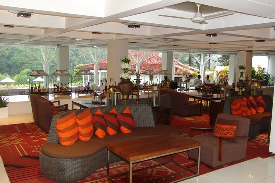 Cinnamon Citadel Kandy: Pleasant bar/cafe relaxation area