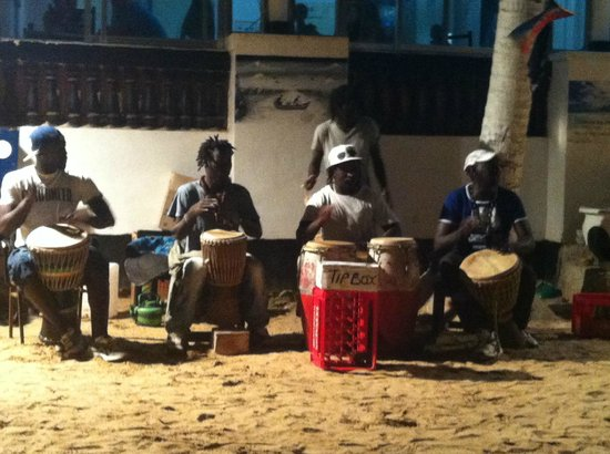 Dominos Beach Bar and Restaurant : The best drummers