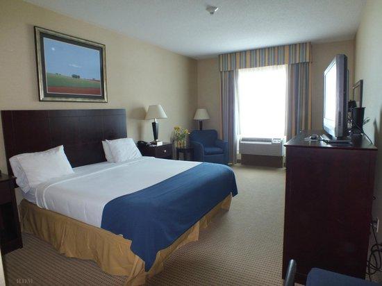 Holiday Inn Express Hotel & Suites Cincinnati : Room 111
