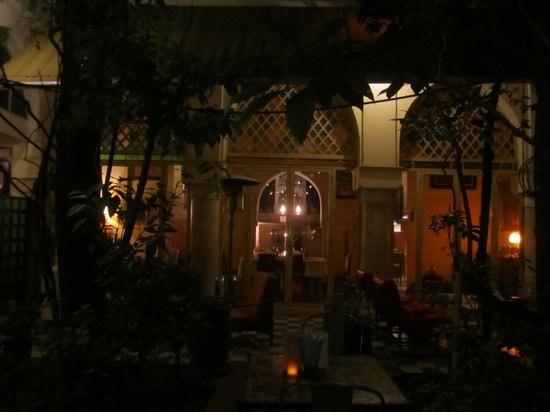 Riad Malika: Dining room