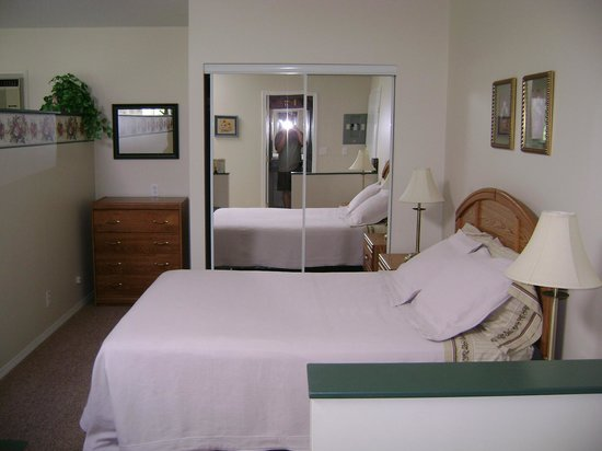 Westaways Water Walk B&B : Queen bed Orchard Suite