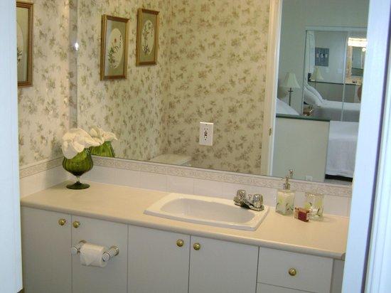 Westaways Water Walk B&B: Private bathroom in Orchard Suite