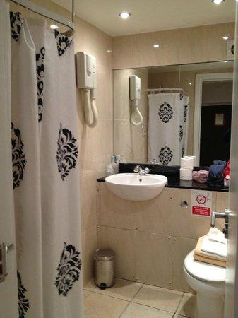 Garden View Hotel: bagno stanza