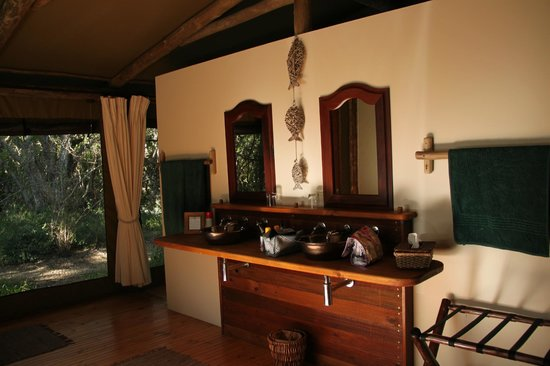 Sibuya Game Reserve: 4 -Star Luxury Tented Camps and Lodge: Our bathroom - River Camp