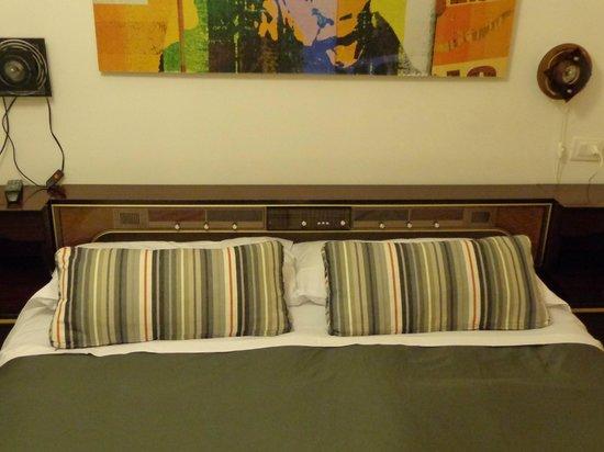 Retrome Rome: cabecero de la cama (radio)